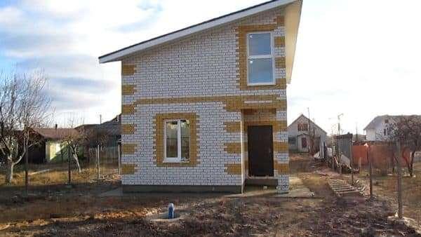 Двухэтажный дом 8х8 из кирпича