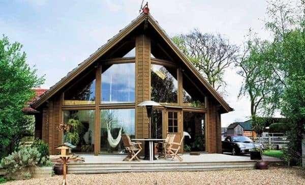 Дом в скандинавском доме из дерева