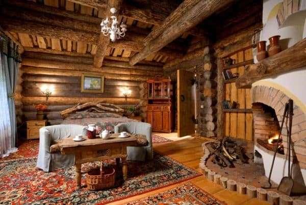 Интерьер спальни деревенского дома