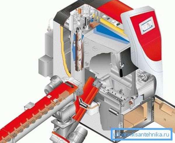 Автоматическая подача топлива организована через ленточный конвейер