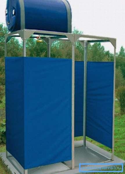Автономный душ для дачи на стальном каркасе.