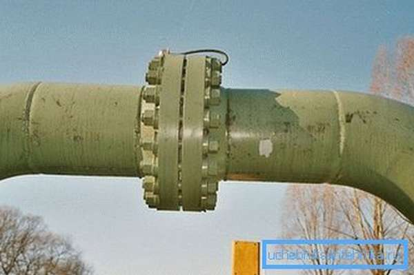 Безрезьбовое соединение стальных труб с помощью фланцев