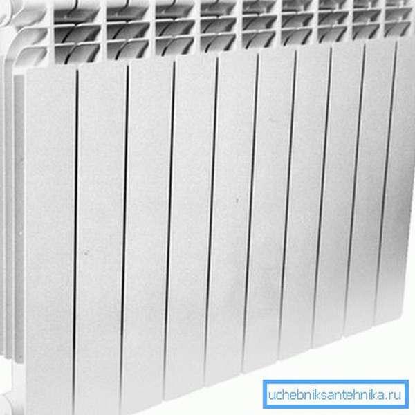 Биметаллический радиатор 500 на 80 на 80 состоит из стальной вставки и наружной алюминиевой оболочки