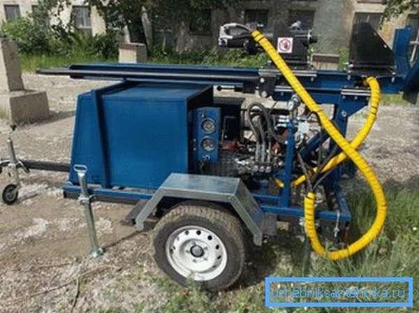 Буровые установки только с виду кажутся сложными агрегатами, на самом же деле для работы с ними они не требуют никаких особых навыков