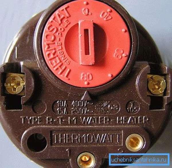 Чаще всего котлы отопления на твердом топливе и электричестве управляются термостатом.
