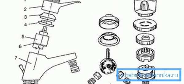 Чертеж корпуса водопроводного крана и схематическое изображение запорных элементов