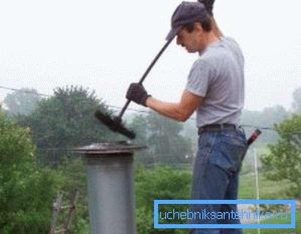 Чистка дымоходов и вентиляционных каналов с помощью ерша