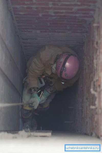 Чистка вентиляционных шахт специалистами