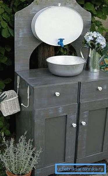 Чтобы было где мыть руки, можно изготовить такую стильную конструкцию
