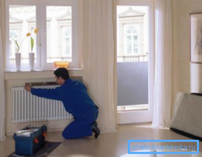 Чтобы понять, как устанавливать радиаторы отопления, нужно знать принципы выполнения этой работы.