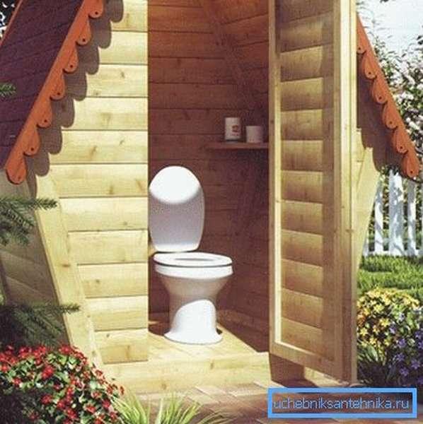 Дачный туалет с пластиковым унитазом