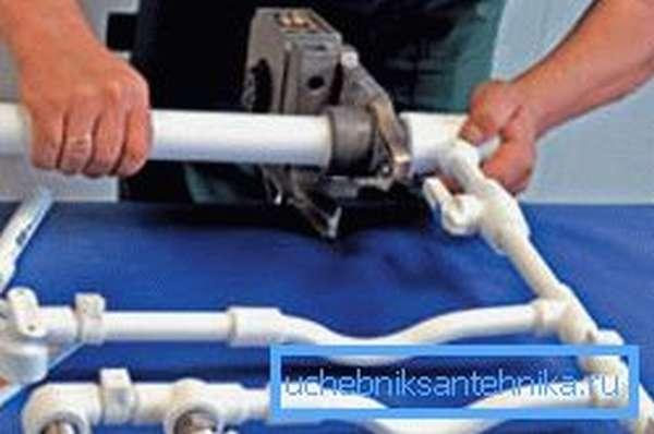 Данные трубы очень удобно собирать блоками, которые потом подсоединяются к системе