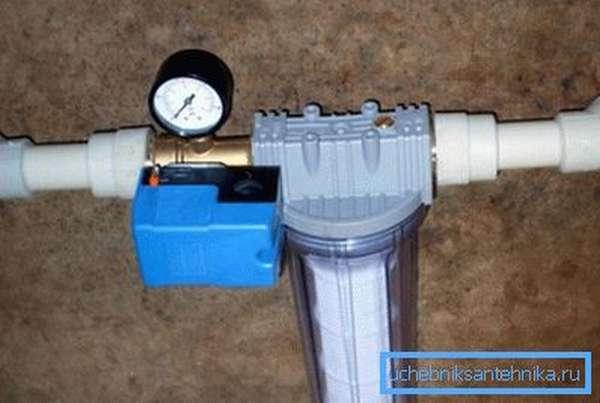 Даже простейший фильтр делает воду намного чище