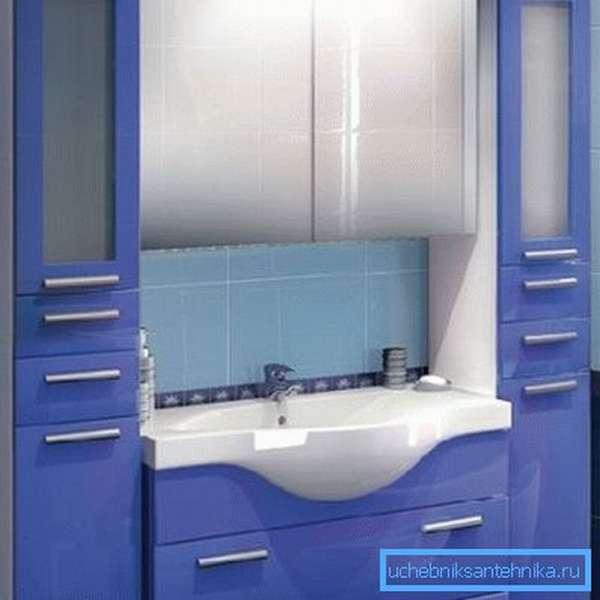 Даже влагостойкая МДФ со специальным покрытием не дает 100% гарантии нормальной службы в условиях ванной.