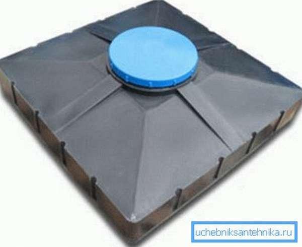 Демонстрируется продукция, вмещающая 200 л воды.