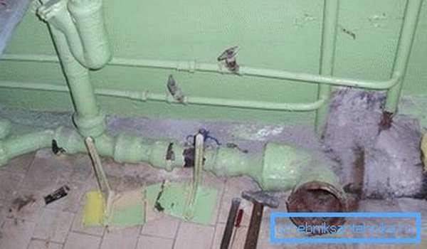 Демонтаж старой канализации может вызвать большие затруднения
