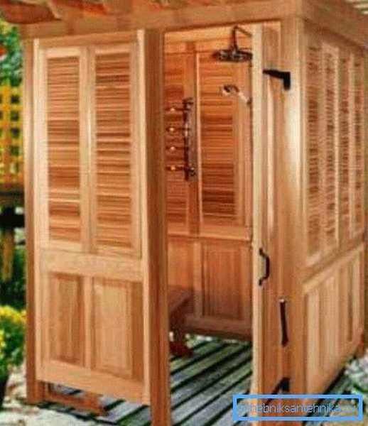 Деревянная кабинка с подогревом