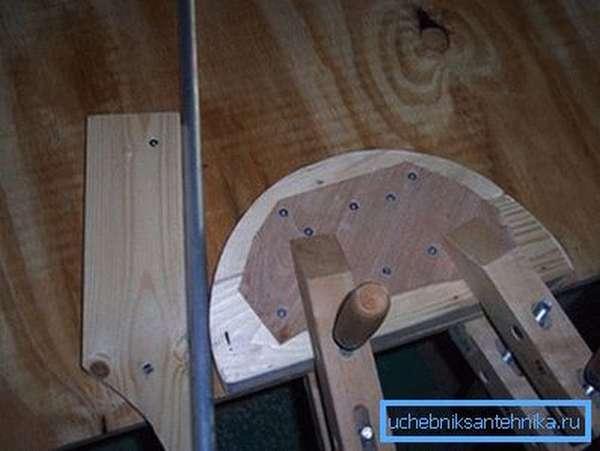 Деревянное приспособление для гибки профильных и круглых труб