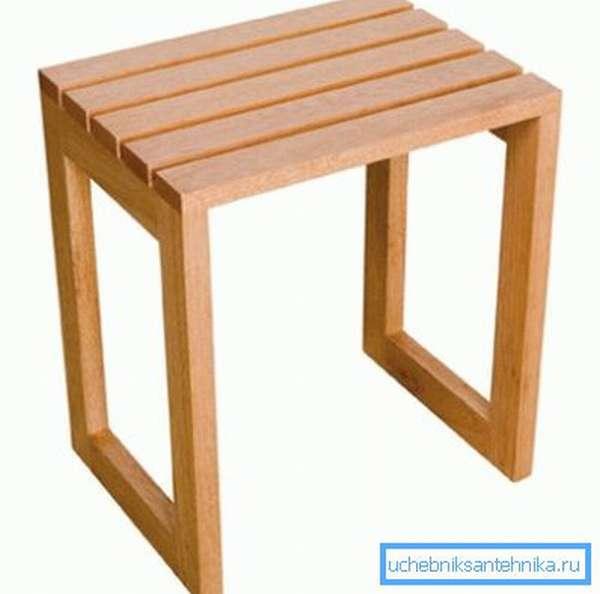 Деревянный табурет для душевой кабины подойдет для использования в бане или загородном доме