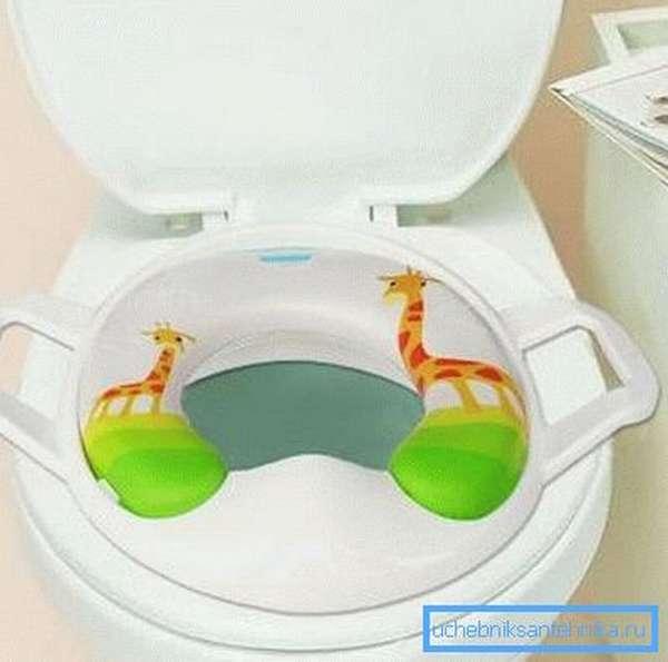 Детская накладка для туалета позволит ребенку с комфортом посещать уборную