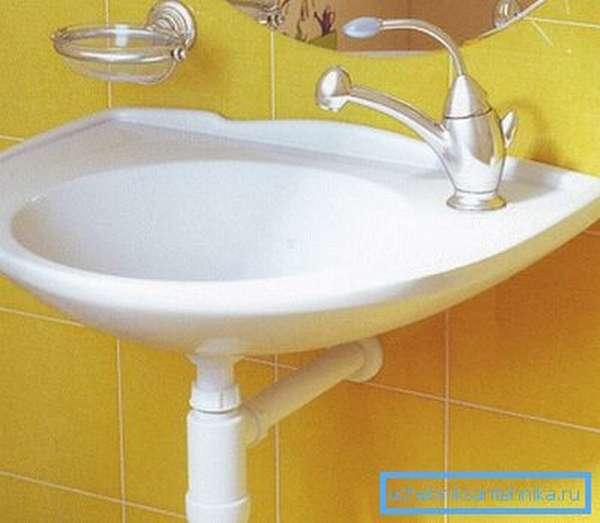 Детская раковина отлично вписалась в интерьер ванной комнаты квартиры