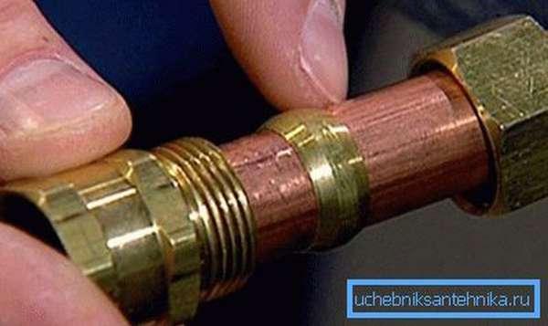 Для «холодного» соединения могут применяться компрессионные фитинги