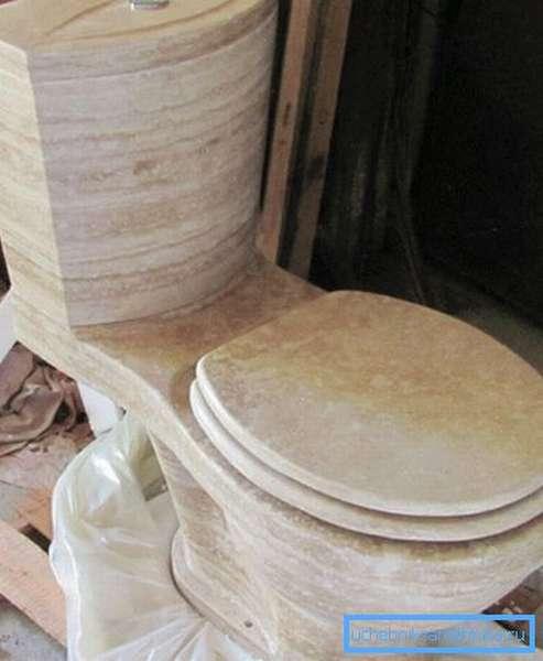 Для изготовления унитаза могут использоваться весьма экзотические материалы