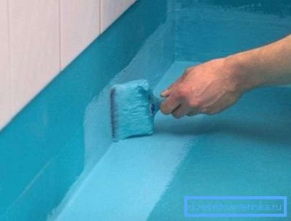 Для изоляции стяжки перед укладкой плитки мы советуем применять бутадиен-стирольную водную мастику.