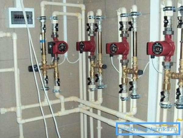 Для обустройства системы отопления применяются практичные пластиковые изделия