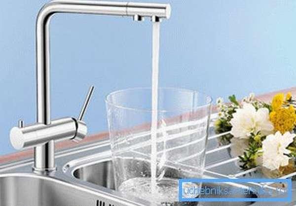 Для подачи фильтрованной воды не обязательно монтировать отдельный прибор
