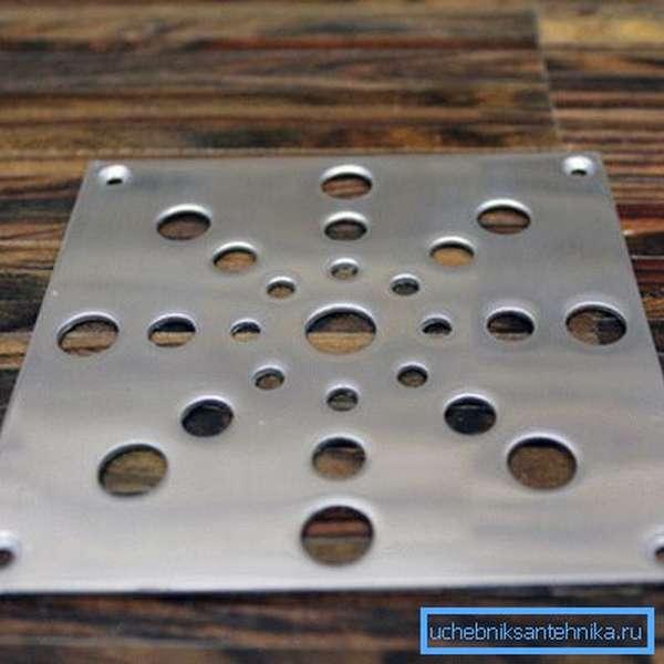 Для пола лучше использовать плоскую металлическую решетку.