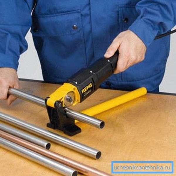 Для порезки оцинкованных труб лучше использовать специальное оборудование