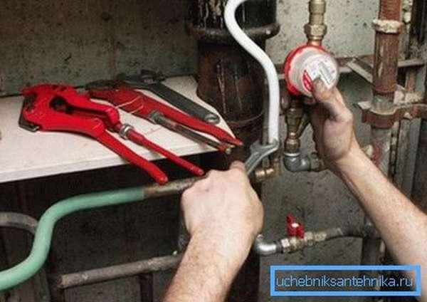 Для прокладки сети водоснабжения вам понадобятся вполне определенные навыки