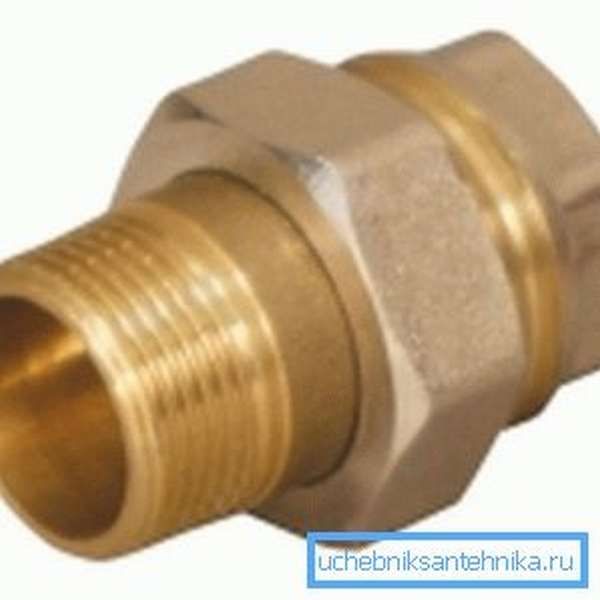 Для соединения оголовка трубы ввода со штуцером используем «американку».