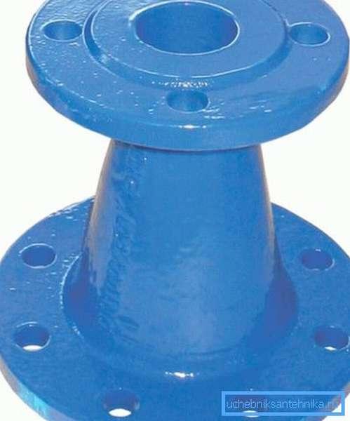 Для стыковки отрезков трубопровода часто нужно применять специальные детали