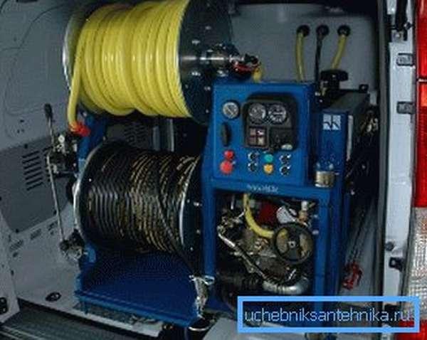 Для установки гидродинамического агрегата требуется много места, перевозить его можно в специально подготовленном автомобиле