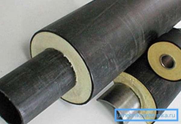 Довольно часто стальные конструкции при использовании на улице дополнительно утепляют при помощи специальных материалов или целых систем
