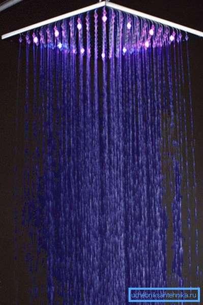 Дождевой душ с эффектом хромотерапии.