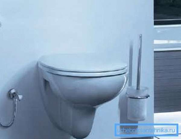 Душ биде в туалет позволяет сэкономить площадь