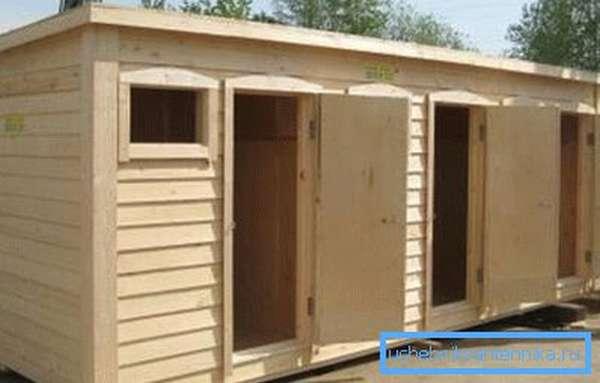 Душ + туалет + хозблок - под одной крышей сразу несколько помещений.