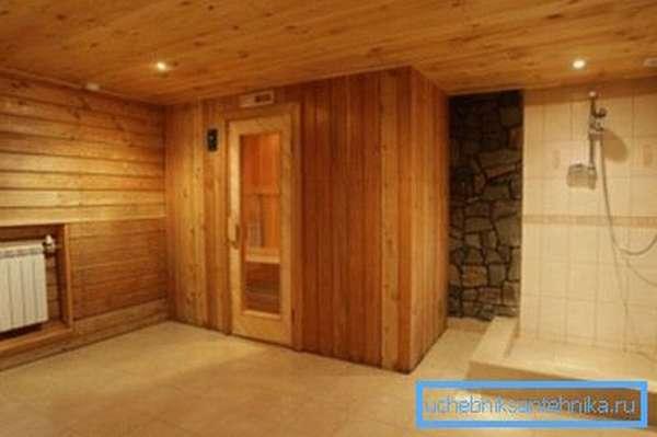 Душ в бане на даче необходим для комфортного мытья.