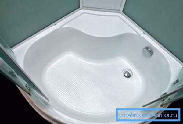 Душевые кабины с высоким поддоном 90х120 способны заменить ванну.
