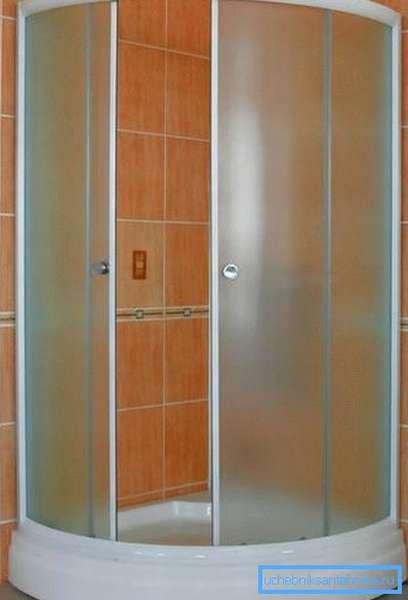 Двухсекционные раздвижные дверцы.