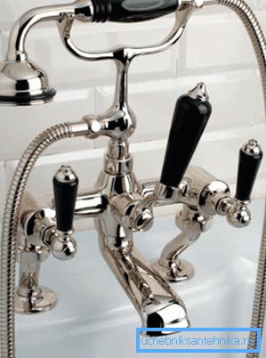 Двухвентильный смеситель, выполненный в стиле ретро