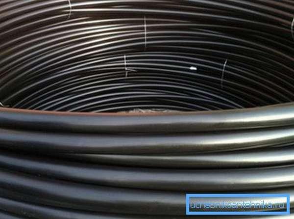 Эластичность полимера позволяет поставлять трубы малых размеров в бухтах.