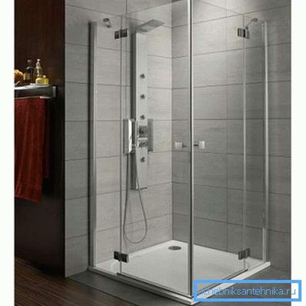 Элегантное и удобное решение с низким поддоном, встроенным в пол.