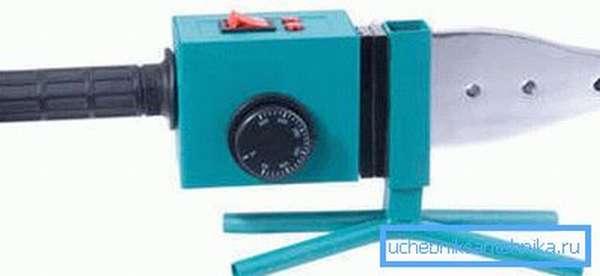 Электрический паяльник для осуществления пайки пластиковых труб