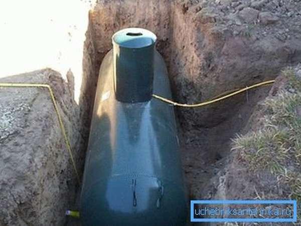Если поселок не газифицирован, то можно использовать большую пластиковую емкость в качестве личного газохранилища