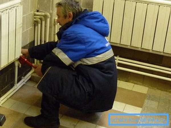 Если при пуске на соединениях появились капельки влаги, их необходимо подтянуть