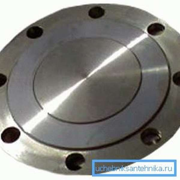 Этот диск называется фланец. Именно он обеспечивает дополнительную прочность крепления